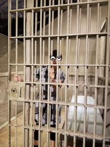 牢屋撮影スタジオ 牢屋に入っているように見えますねw